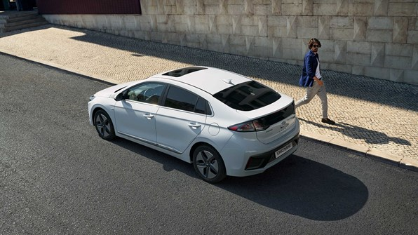 En hybrid- eller mild hybridbil er for dig, der: