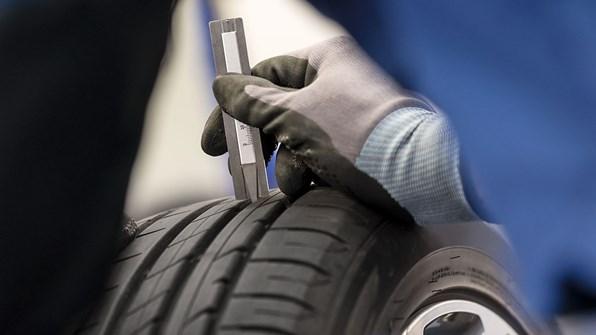 Tjek for skader, dæktryk og dækmønster