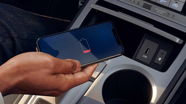 Trådløs opladning af mobiltelefon